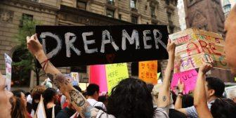"""Un juez federal ordenó a Donald Trump reactivar el programa DACA y aceptar nuevos """"dreamers"""""""