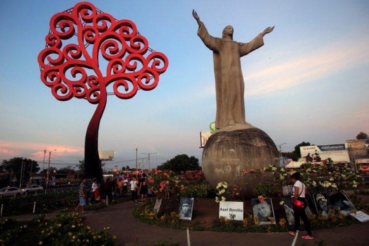 Un memorial para las víctimas de la represión del gobierno de Ortega en Managua (REUTERS/Jorge Cabrera)