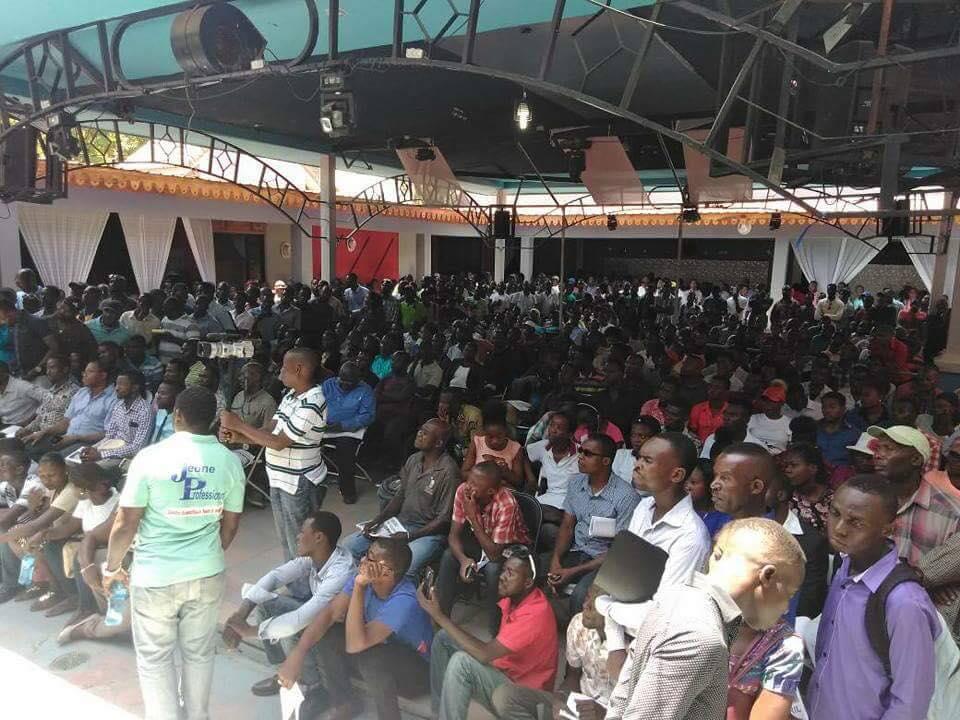 Foto: El auditorio en el Cafe Club Trio ante de los ataques / loophaiti.com