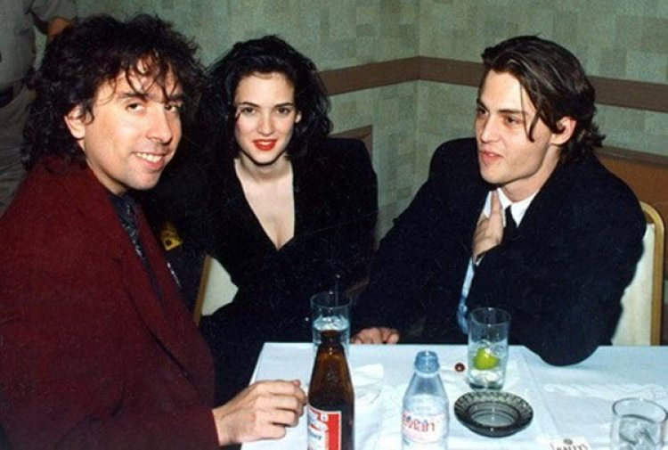 Johnny Depp junto a su noviaWinona Ryder y Tim Burton