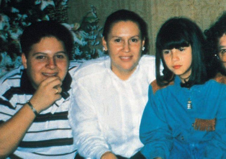 María Victoria junto a sus hijos Juan Pablo y Manuela: en la Argentina cambiaron su identidad