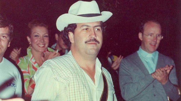 En la Argentina a Pablo Escobar también se le creó una nueva historia: lo llamaron Emilio Marroquín Echavarría, muerto en Medellín el 19 de abril de 1995 por un paro cardiorrespiratorio
