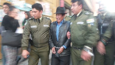 El diputado opositor Rafael Quispe durante su aprehensión este miércoles. Foto: Dennis Luizaga
