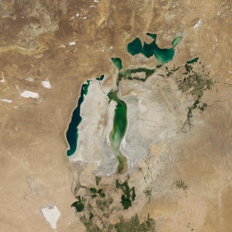 La reducción del mar Aral (imagen) pareceunpresagio para otros,por ejemplo el Caspio. (NASA)