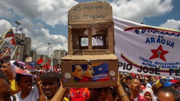 Miles de personas asisten hoy, 17 de mayo de 2018, al acto de cierre de campaña del presidente Nicolás Maduro en Caracas (Venezuela)