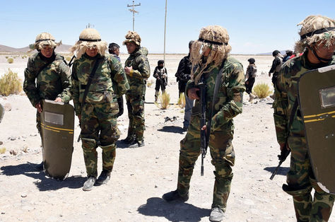Militares en un operativo contra el contrabando en Oruro. Foto: Archivo La Razón