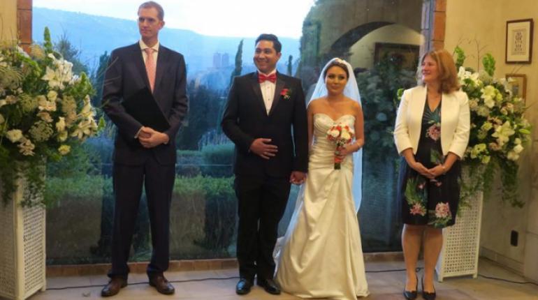 Embajada británica agasaja a bolivianos casados el mismo día de la ... aed2bae462b