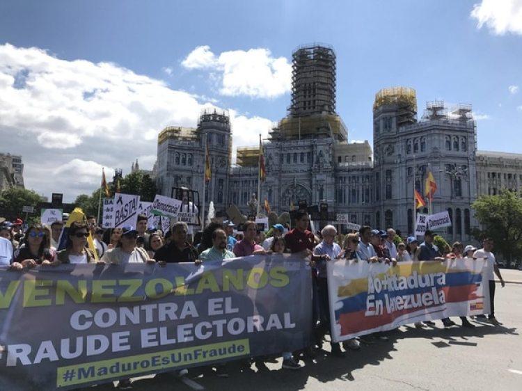 En Madrid, cientos de manifestantes venezolanos repudiaron el fraude electoral (Twitter: @VP_Espana)