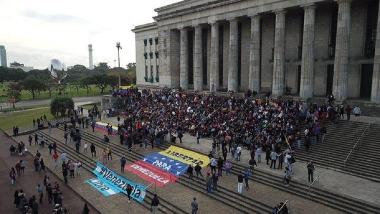 En Buenos Aires decenas de venezolanos también se movilizaron (Infobae)