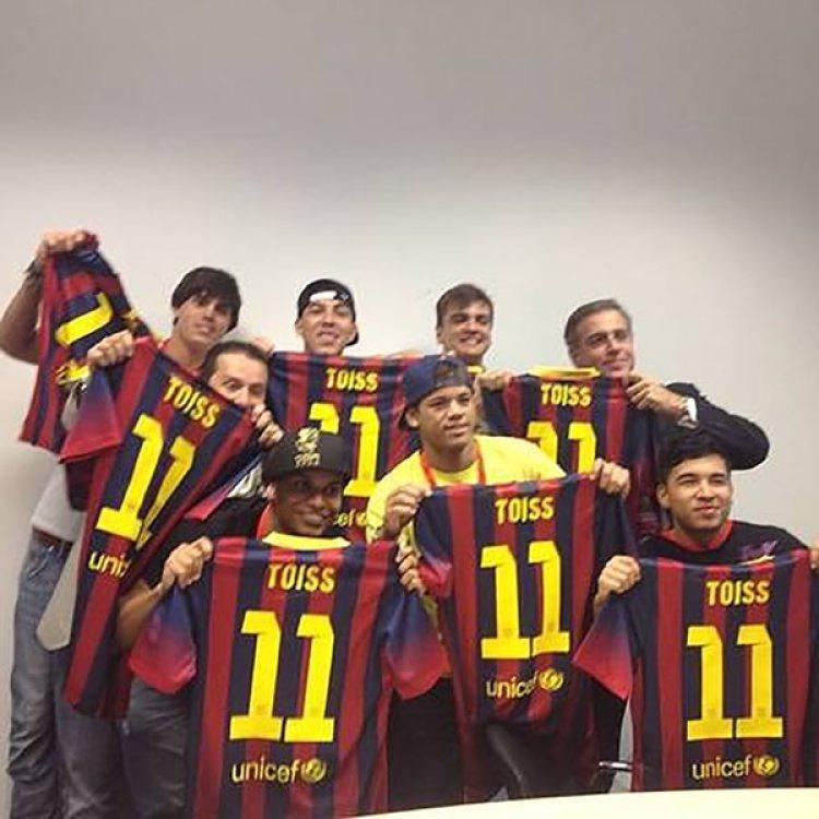 El jugador se presentó en Barcelona con su grupo de confianza en 2013