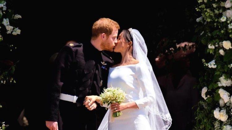 El primero de los muchos besos que se dieron Meghan y el príncipe Harry