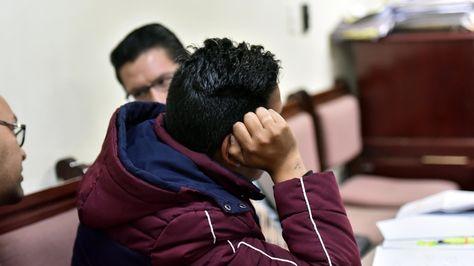 Julio César R.B., acusado de desfalco en el Banco Unión, durante su audiencia de medidas cautelares. Foto: Álvaro Valero