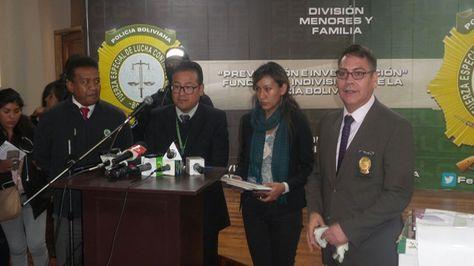 Autoridades de salud, de la CNS y de la Policía presentan los resultados de un operativo policial.