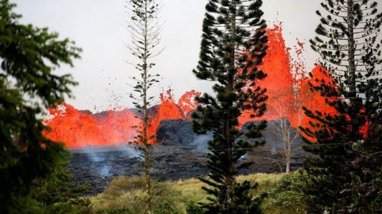 La propagación de un gas tóxico es otro de los peligros (Reuters)
