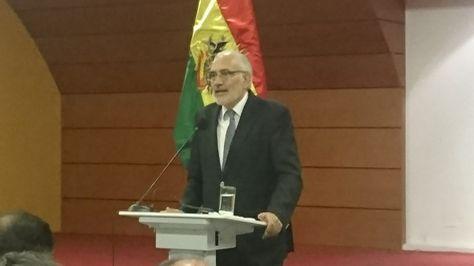 El expresidente Carlos Mesa en una exposición sobre los retos y perspectivas de la demanda marítima de Bolivia después del fallo de la CIJ que se desarrolló en la Universidad Católica Boliviana (UCB).