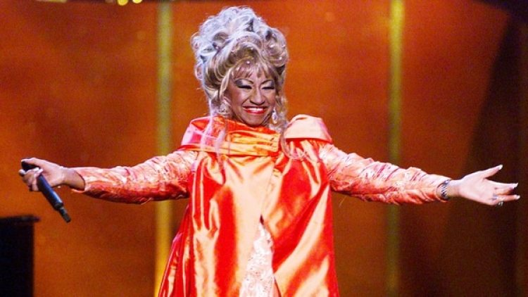 """Celia Cruz es todo un icono de la música latina y considerada """"la reina de la salsa"""", fue una de las cantantes más populares de la industria, con un total de cuatro premios Grammy, cinco Grammy Latinos y millones de discos vendidos en todo el mundo."""