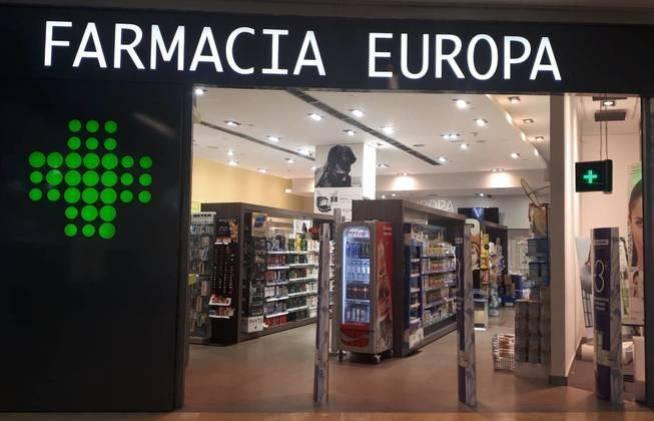 Algunas farmacias como esta, en Pozuelo de Alarcón, tienen incluso neveras con Coca-Cola Zero en su interior. (M. V.)