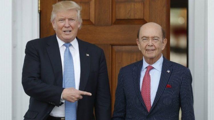 Donald Trump junto a Wilbur Ross