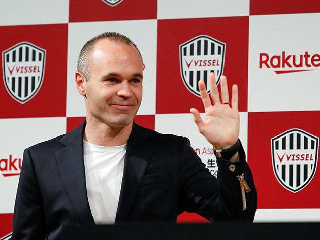 Inista fue presentado en el Vissel Kobe y saludó en japonés