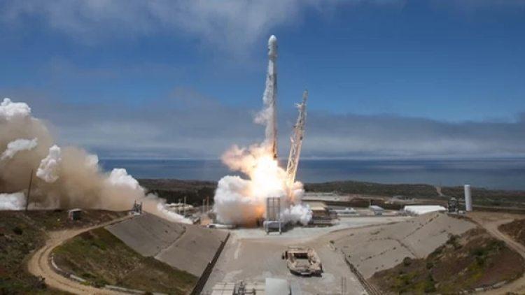 El cohete SpaceX Falcon 9 despega desde la Base Aérea Vandenberg en California el 22 de mayo de 2018 (NASA)
