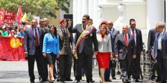 """La oposición venezolana tildó de """"farsa"""" la juramentación del dictador Nicolás Maduro ante la Constituyente chavista"""