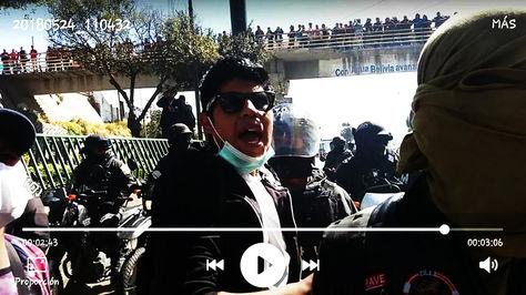 La fotografía que circuló en las redes sociales de Jonathan Quispe Vila aún con vida en medio de los enfrentamientos.