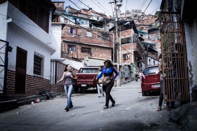 """El barrio de Petare, la favela más grade de América Latina, donde está """"el callejón de los brujos"""""""