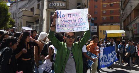 Estudiantes de la UMSA se movilizaron este viernes 25 de mayo en protesta por la muerte del universitario Jonathan Quispe. Foto: Miguel Carrasco