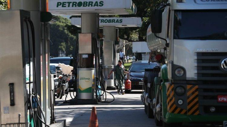 Brasil está paralizada desde el 21 de mayo por la protesta de camioneros y ahora de los petroleros (EFE)