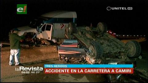 Choque de un vehículo con camión deja tres heridos en la vía Santa Cruz-Camiri