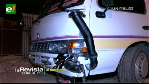 Micro choca contra un mototaxi y deja a una persona herida