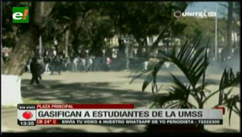 Policía gasificó a universitarios en Cochabamba