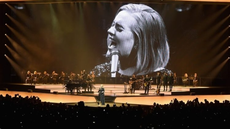 Adele confesó a sus fanáticos que durante el embarazo su voz había experimentado inexplicables cambios (AFP)