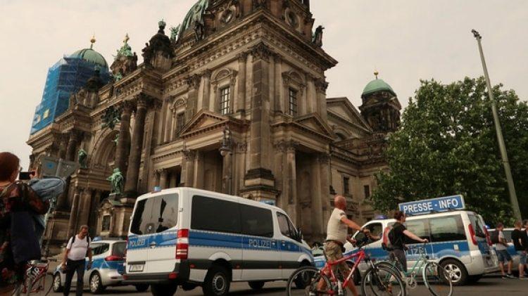 La policía rodea la Catedral de Berlín (Reuters)