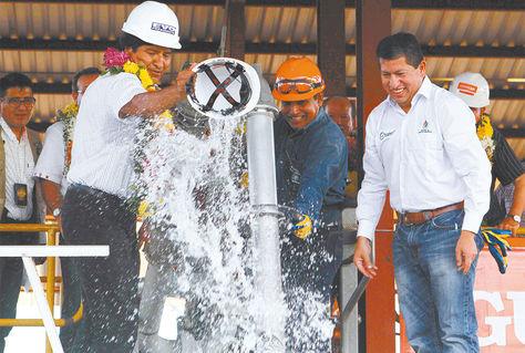 Santa Cruz. Evo Morales en la inauguración de la producción de alcohol anhidro en el ingenio Guabirá.