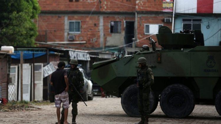 El ejército ha militarizado las favelas en medio de la ola criminal Así(Reuters)