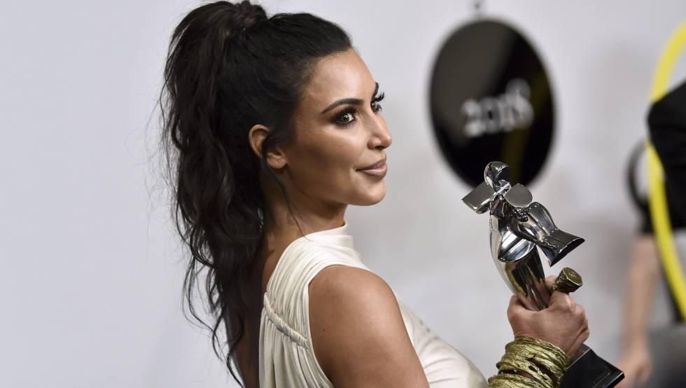Kim Kardashian, con el premio de la CFDA Fashion Awards.