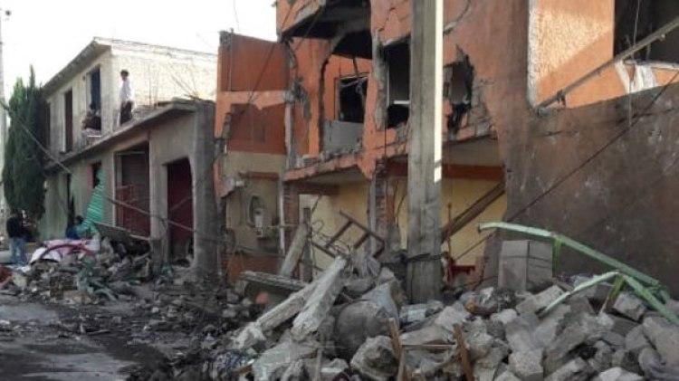 Muchas viviendas y automóviles en los alrededores de la vivienda de la explosión resultaron dañados