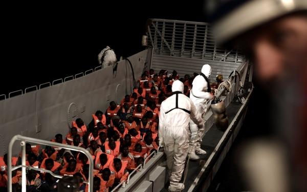 Los migrantes a bordo del barco