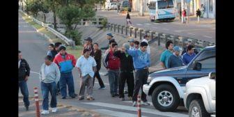 Santa Cruz bajo amenaza de cerco de alcaldes y bloqueo de micreros