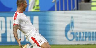 Un misil de Kolarov permite a Serbia sumar la primera victoria del Mundial