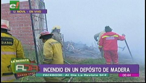 Incendio consumió un depósito de madera