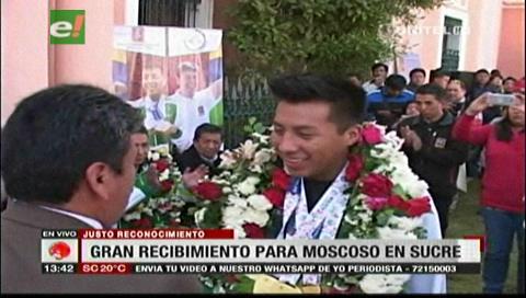 Gran recibimiento para Conrrado Moscoso en Sucre