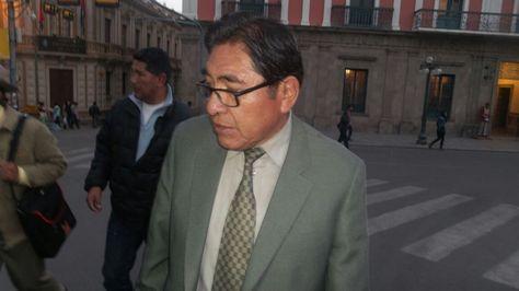 El rector de la UPEA, Ricardo Nogales, en la plaza Murillo.