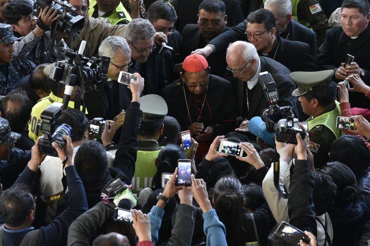 El cardenal Toribio Ticona arribó al Aeropuerto Internacional de El Alto pasadas las 16.00 de este miércoles. Foto: Pedro Laguna