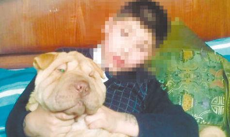 Una fotografía de Pantuque junto a un niño. Foto: Claudia R. - archivo