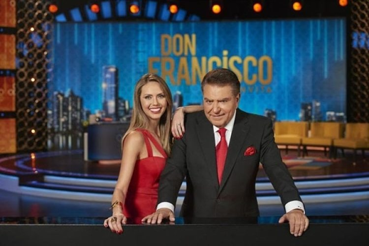 Don Francisco regresa a la televisión chilena, y su biógrafa insiste en acusarlo de acosos y abusos.
