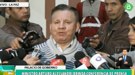 El viceministro de Coordinación con los Movimientos Sociales, Arturo Alessandri, en la rueda de prensa de este viernes en Palacio de Gobierno.