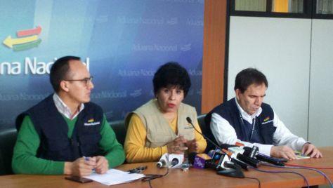 La presidenta de la Aduana Nacional de Bolivia, Marlene Ardaya, en rueda de prensa. Foto: La Razón