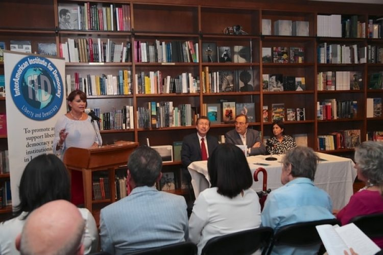 El evento fue presentado por Beatrice Rangel, ex jefa de gabinete presidencial de Venezuela